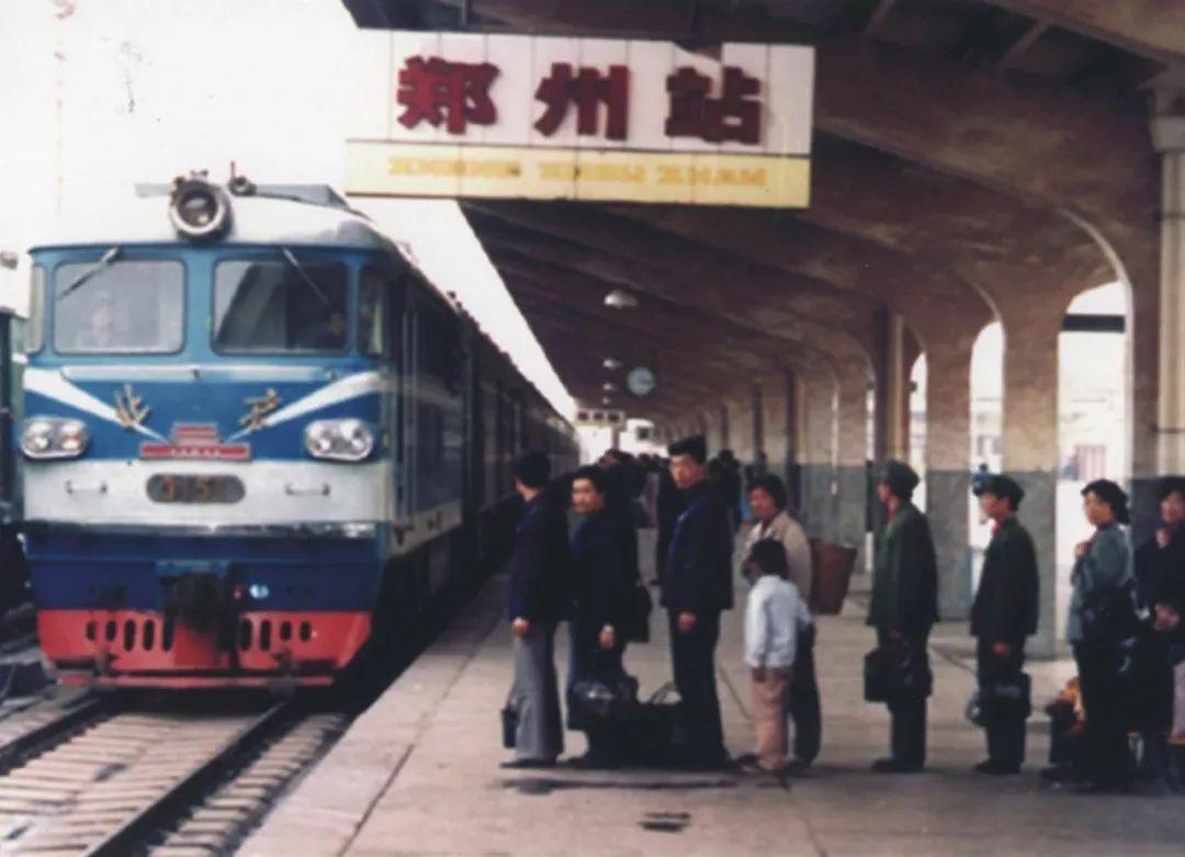 郑州火车站站台图片