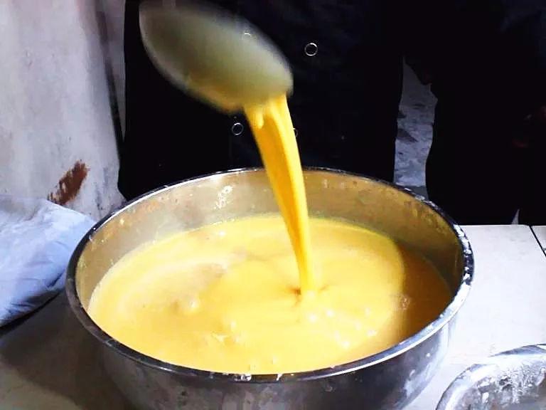 封丘这道名吃有一个很霸气的名字叫黄袍加身,被选入上合峰会早餐
