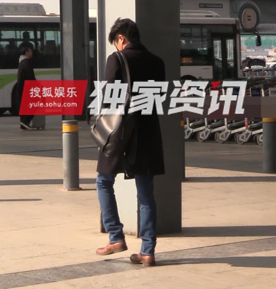 笑哭!不听雷佳音劝告 郭京飞机场秀再度撞脸杨洋