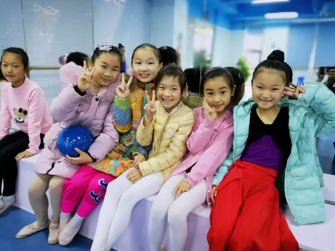 茉莉的假期_舞蹈会让你这个假期不一般!——小茉莉舞蹈俱乐部课程与艺术 ...