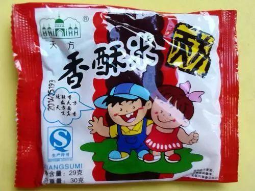 90年代初就开始卖方便面碎末做的小零食,当年小学生人手一袋啊,小