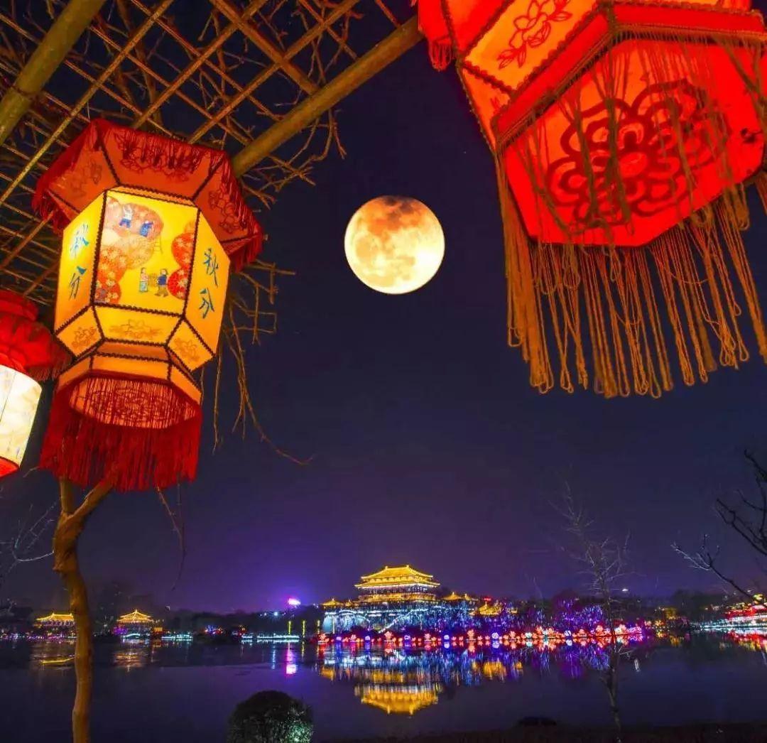"""梦回唐朝:西安,这里诞生了""""中国最美水上灯会""""!"""