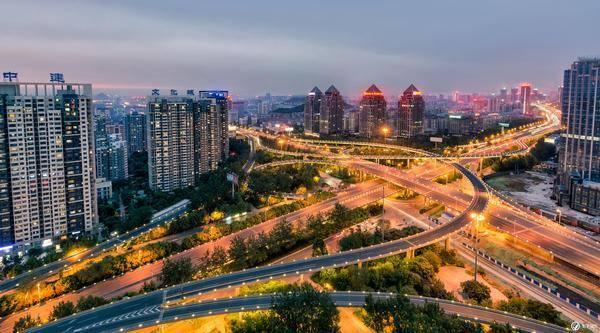 济南:城市上空的一年半载