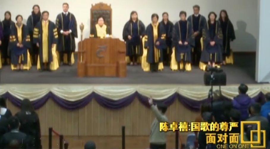 捍卫国歌尊严的香港校长接受了央视专访,他这样说爱国