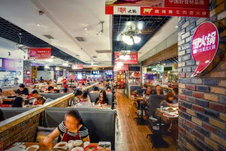 美食 正文  这家火锅店人气还蛮高的,每次去都要排队