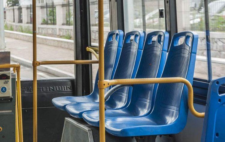乘客就没有这样的烦恼 这辆车牌号为 皖f27046的10路公交车 座位和图片