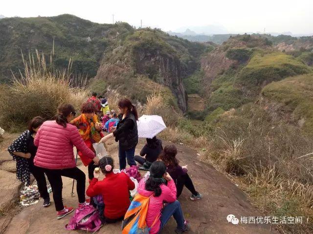 旅游 正文  ★景点简介:红岩岭与武陵源只有一山之隔,典型的丹霞地貌.