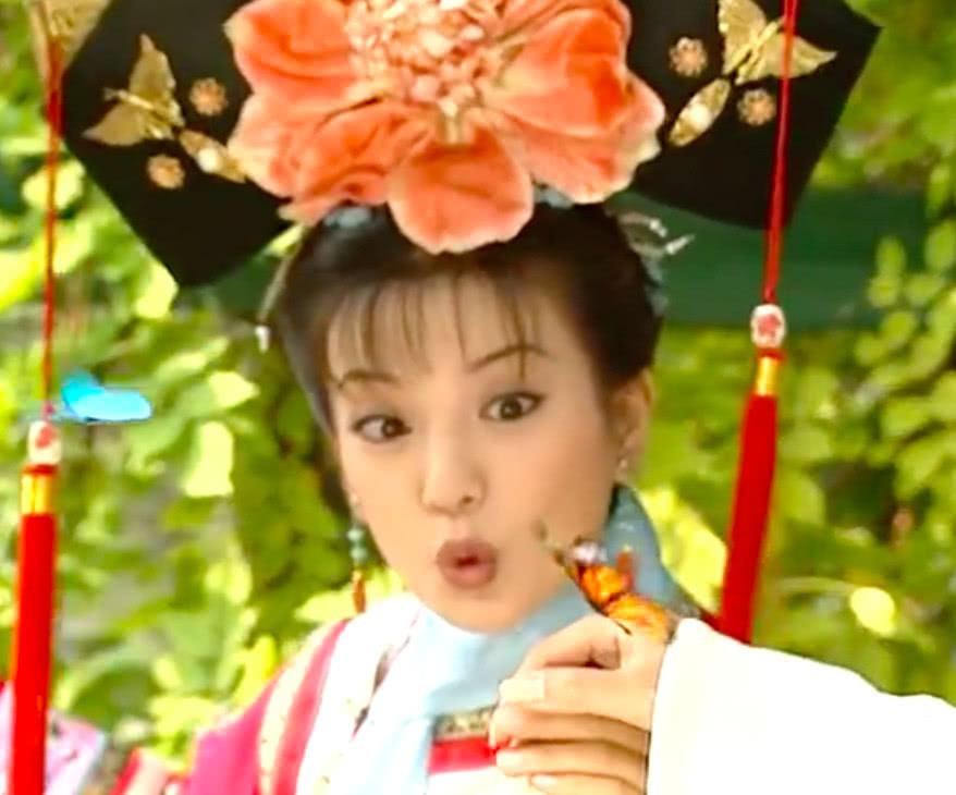 女歌手不料《还珠格格》小燕子泡花瓣澡模仿蝴蝶,吸引新郑乐秀轮滑电话图片