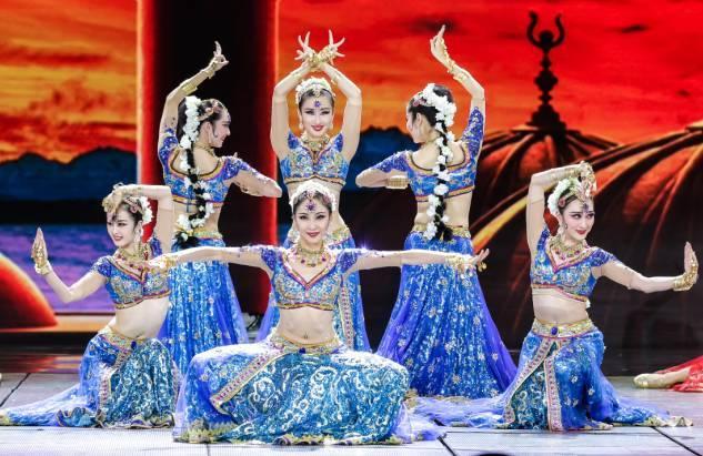 这个舞蹈视频包括了:埃及舞·印度舞·缅甸舞·敦煌舞图片