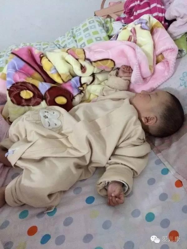 简单点,宝宝正确的睡姿