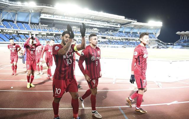 上港冲击亚冠冠军又进一步:32岁锋霸3次镜头证无愧第一核心