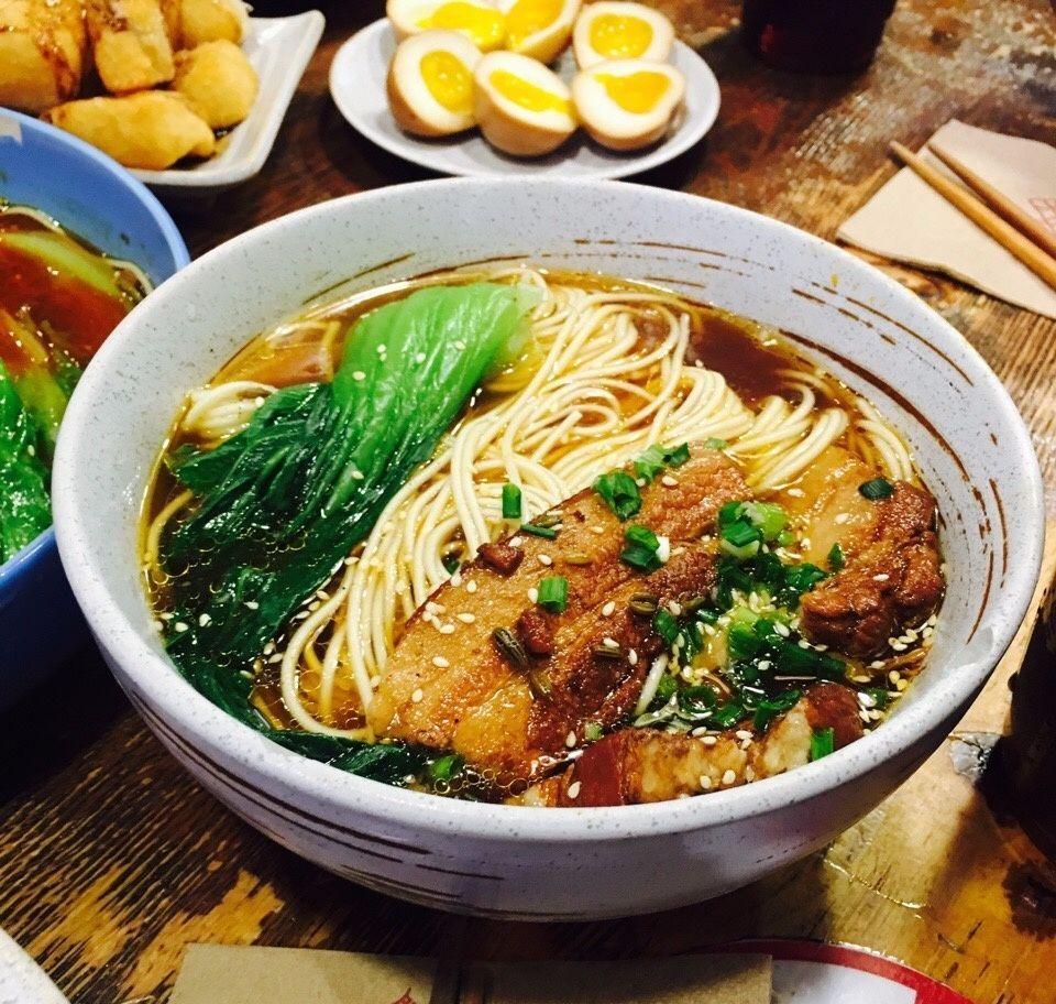 孟非曾说,重庆最让他魂牵梦萦的不是川菜,也不是火锅,而是路边摊上的