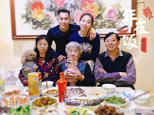 祝贺!中国女排世界冠军带小4岁男友见父母 排球