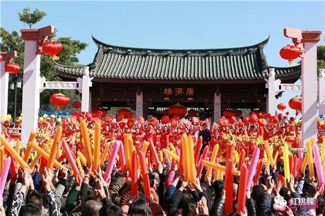 哦,对了!《美丽中国唱起来》已更名为 《唱响新时代》.