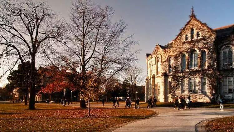 麦克林杂志告诉你:加拿大毕业率最高的大学有哪些~