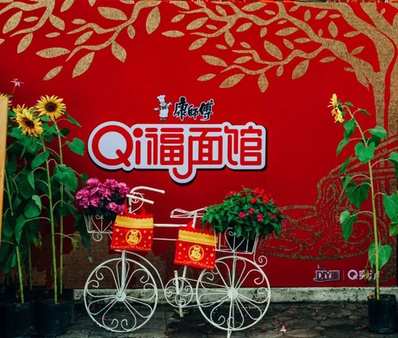 "▽  △qi福面馆外部 qi福面馆将""中国的泡面""和""泰国风味""完美结合图片"