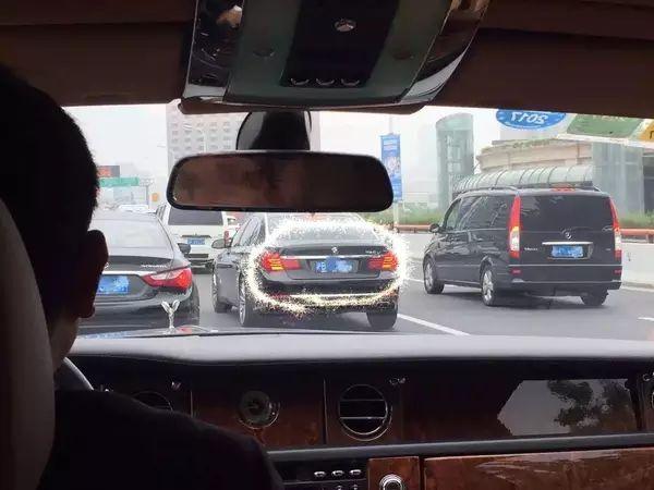 坐在宝马车里的照片_第一次开豪车是一种什么体验?_搜狐车_搜狐网