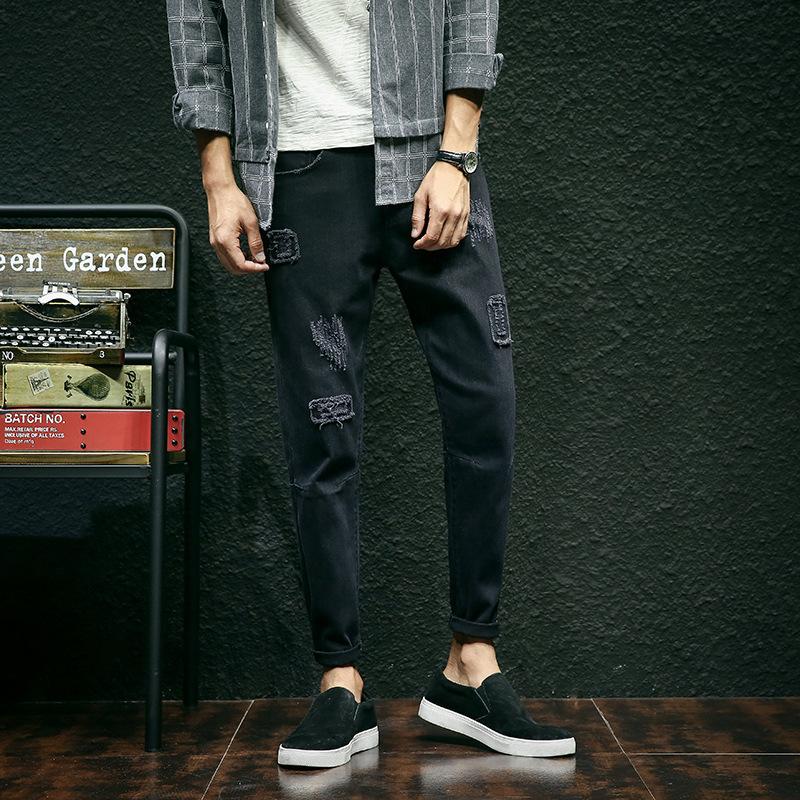 别再穿满大街的西装裤,今年巨流行这些牛仔裤,连背影都帅翻天
