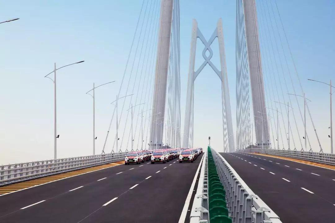 珠港澳大桥迎好友,王朝车队齐拜年图片