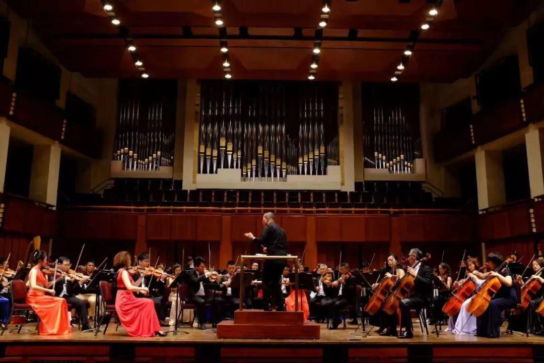 谭盾 钢琴,小提琴与大提琴三重协奏曲《卧虎藏龙》 小提琴: 朱丹 大