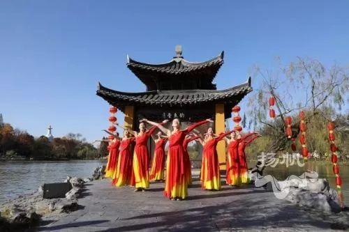 让扬州的韵味和春节的年味徜徉在《唱响新时代》之中.