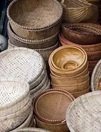 柳编 柳编是中国民间传统手工艺品之一,经过历代艺人的传承发展,凝聚