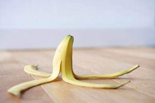 香蕉皮煮水喝_上火牙疼的时候,可以将香蕉皮洗净,加冰糖入锅,加适量水煮熟后喝汤,对