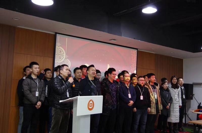 激情干撸图_随后各部门负责人带领部门员工激情饱满地完成了新年宣誓.