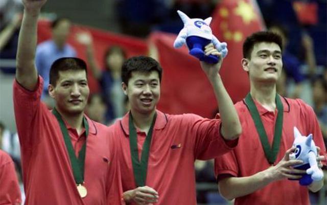 篮球电影两不误!他是中国篮球史上的活化石,曾放倒奥尼尔!
