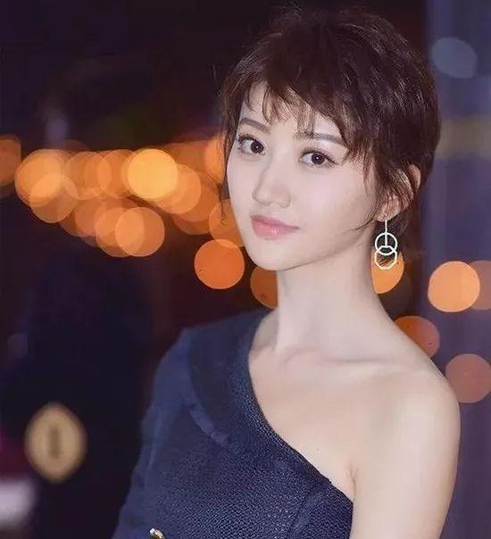 """流行丨杨紫的""""栅栏刘海""""横空出世 你的脸看起来又小了图片"""