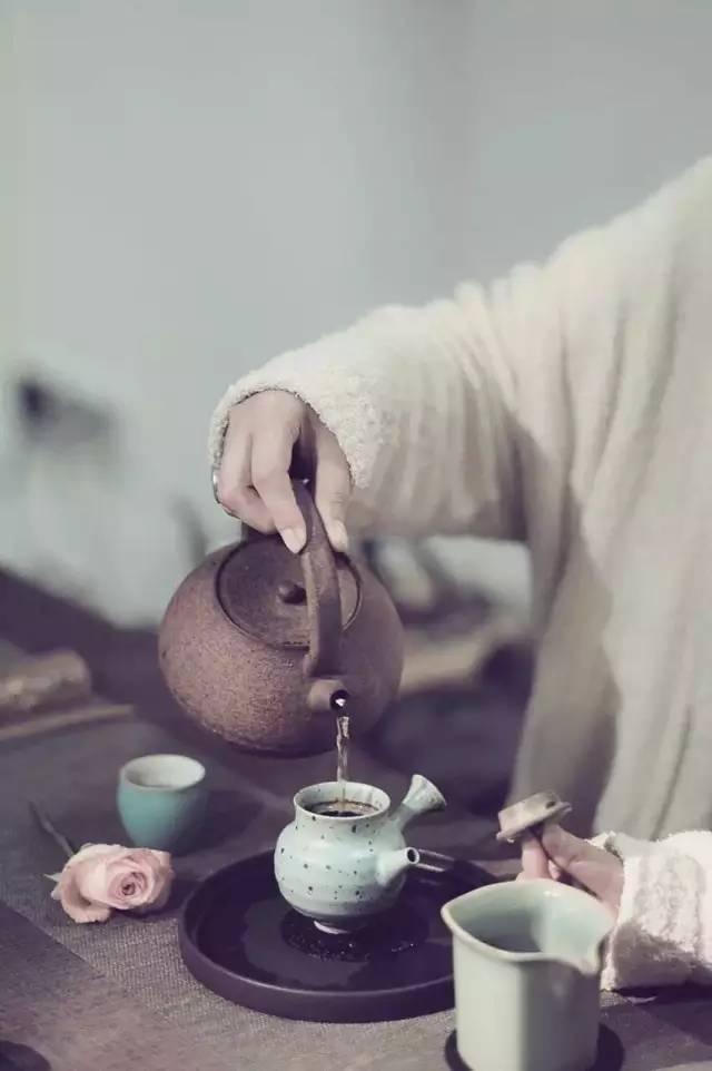 普洱茶应该用什么茶器来泡(盖碗、紫砂壶哪个更适合? )