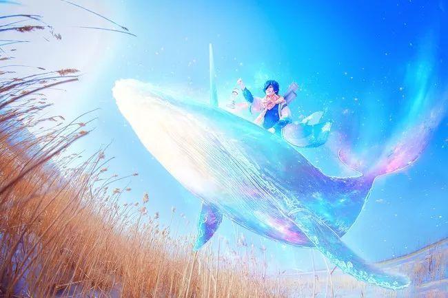 游戏cos丨王者荣耀庄周云端筑梦师 大雪地高度还原美炸了!