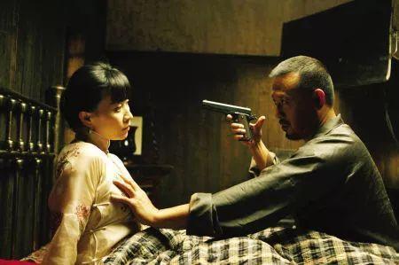 盗拍偷拍电影网站�y�_本片根据马识途的小说《夜谭十记》中的《盗官记》一章改编