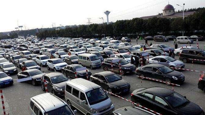 汽车 正文  随着春节假期结束,春运迎来返程高峰.