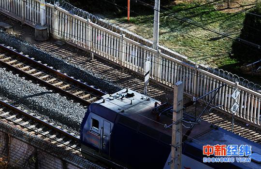23日,全国铁路开行旅客列车8460列,增开旅客列车1150列