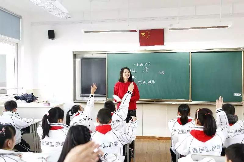 """黄浦区上海市实验小学围绕""""中国梦""""及小学生核心价值观教育,开启了新"""