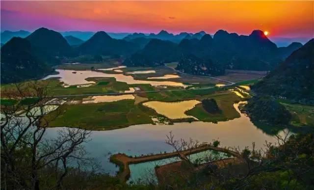 旅游 正文  云南广南县坝美村近年来成了旅游者们的到文山必去的一个