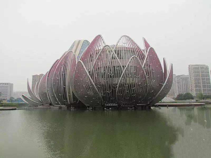 中国最大的性爱中文网_总投资超过100亿元,是中国目前总投资最大的酒店项目建筑群.