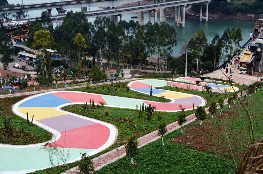 """重庆S型公路酷似一条巨型蜿蜒盘旋的""""贪吃蛇""""走红网络"""