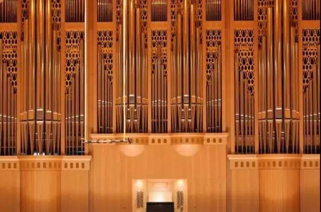 因为,琴台音乐厅价值两千多万的庞大乐器——管风琴,就是德国制造,和