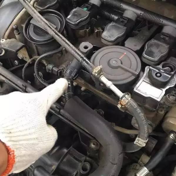 【维修】大众车烧机油,多半是这里出故障,维修工说这是通病,为