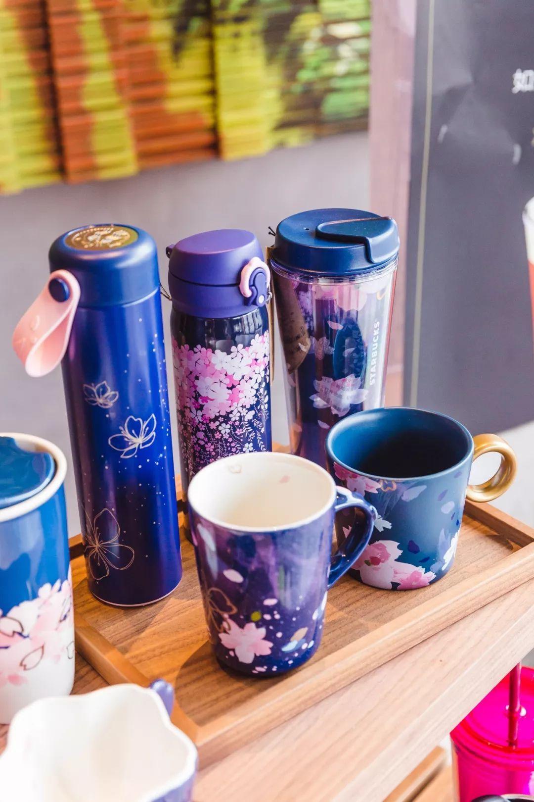 买空星巴克 2018限定樱花杯今早上市 变色杯 发光杯 樱花笔记本 爆款粉嫩来袭