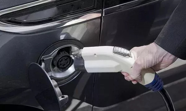为什么要选择新能源汽车?购买之后又懂得电池怎么养护吗?