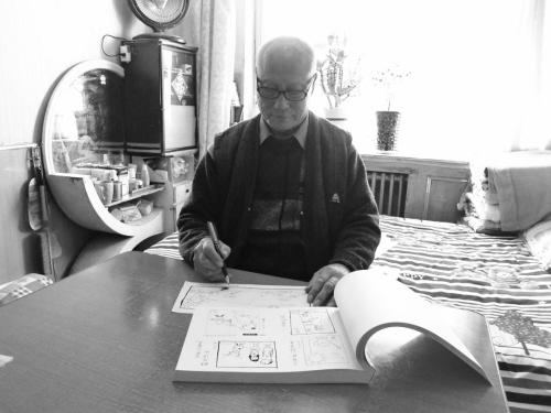83岁胡振铎钟情漫画 表现生活针砭时弊