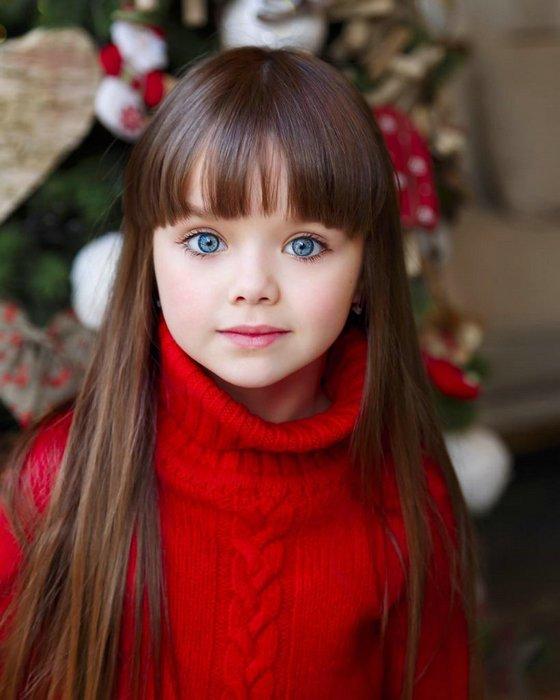 """世界最漂亮的小女孩_她4岁出道,被称为""""全世界最美女孩"""",大眼睛灵动似天使"""