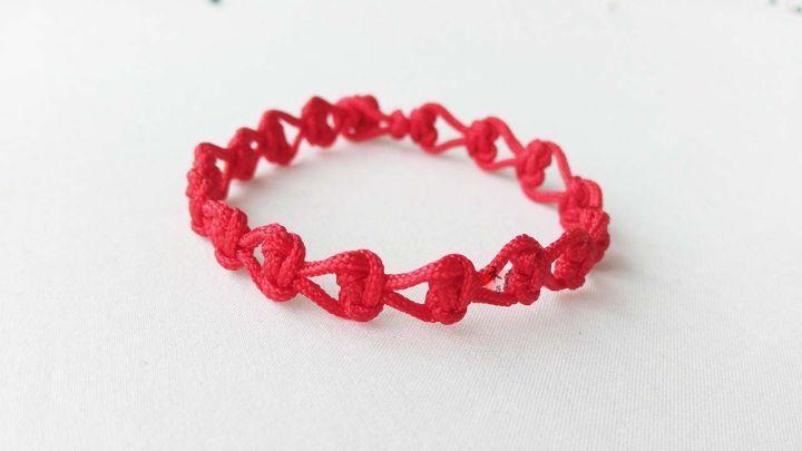 美女必学的一款超漂亮首饰,心形红绳手链编法教程