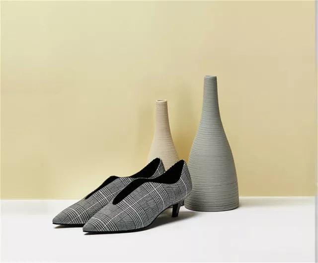 时尚 正文  设计师善用珍珠,毛球,蝴蝶结, 荷叶边,绑带等元素点缀鞋子图片