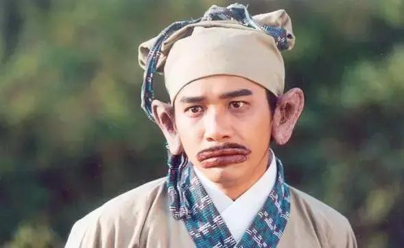 为了 捉妖记2 ,李宇春穿起了漂亮的裙装,网友大赞春春有妩媚女人味