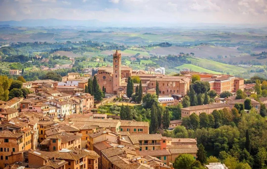 付费精选走进意大利的这个古老的左派重镇,探究悬念丛生的大选走势