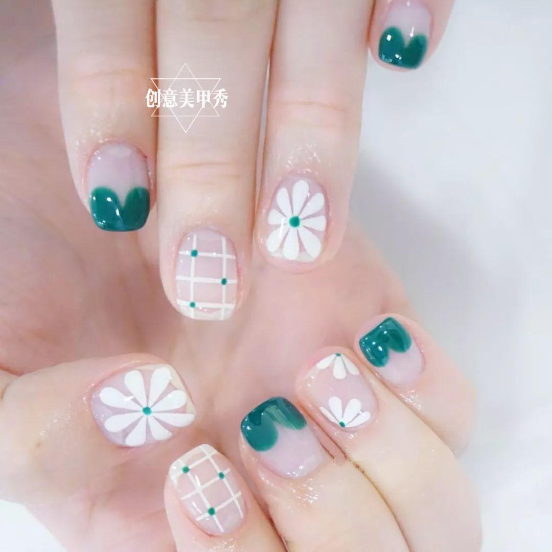 春天,换款清新的小雏菊美甲吧
